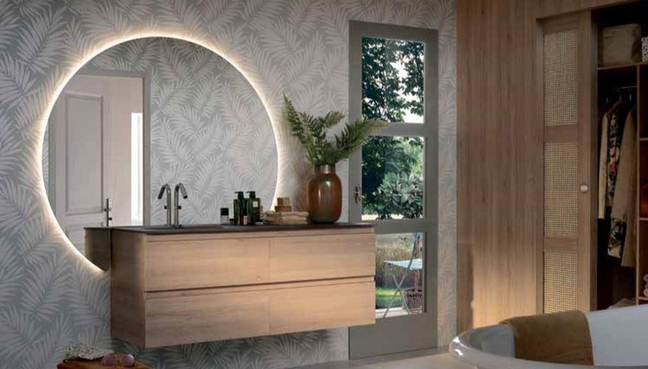 Salle de bains à mur à motifs chez Lenartz
